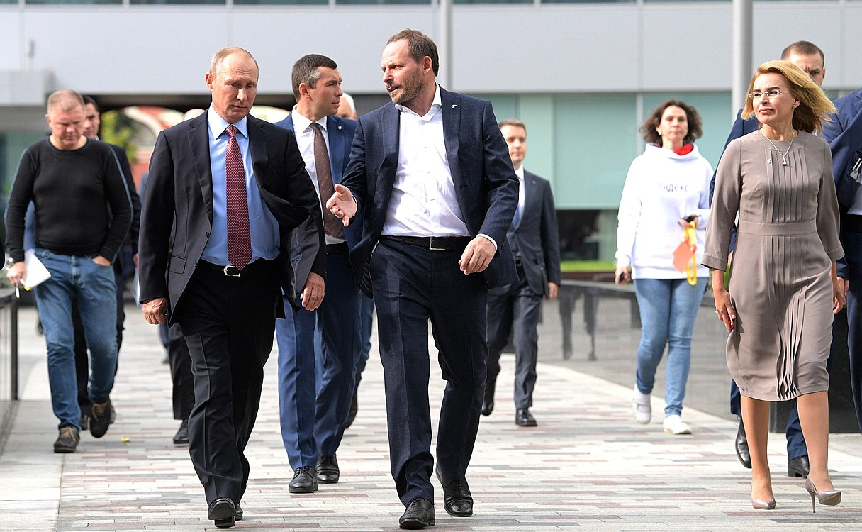Vladimir Putin visited the Moscow office of Yandex (2017-09-21) 11.jpg