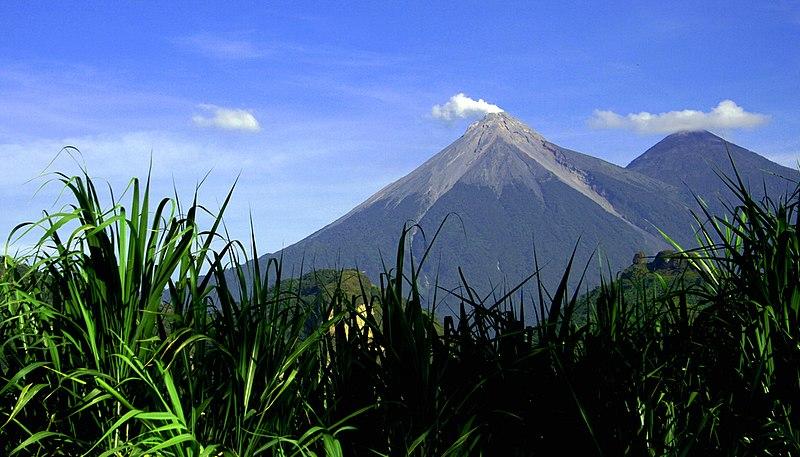 Soubor:Volcan de Fuego y Acatenango.jpg