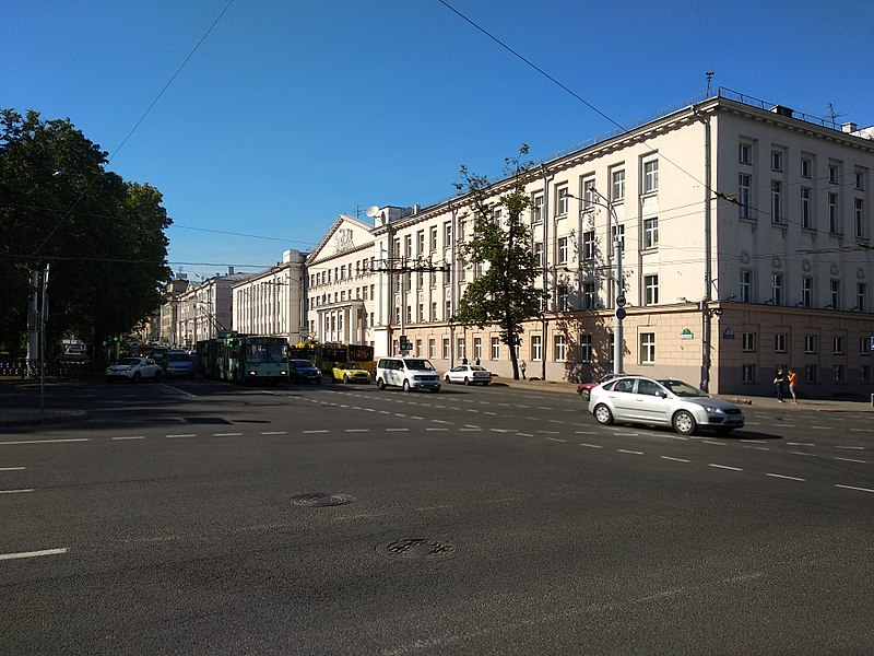 File:Vulica Sviardlova, Minsk.jpg