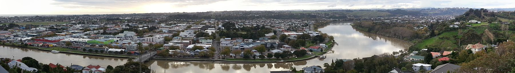 Wanganui Panorama from Durie Hill Tower - Cropped for Wikivoyage.jpg