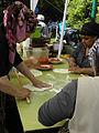 Wasserweltfest 2012 - Türkische Frauen beim Bearbeiten des Yufka-Teiges für Gözleme.jpg