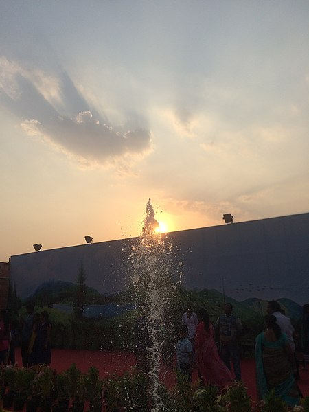 File:Water fountain in Bangalore.jpg