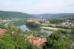 Wertheim - Burg - Main u Kreuzwertheim v SO.JPG
