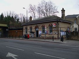 West Dulwich stn main building.JPG