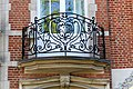 Woluwe-Saint-Lambert - Region Bruxelloise - Fenstertür mit Eisengitter - P1010386.jpg