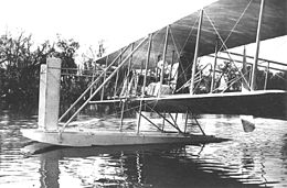 Wright Model CH Multiple step pontoons, Miami River, near Dayton, Ohio, May 1913 10474 A.S.).jpg