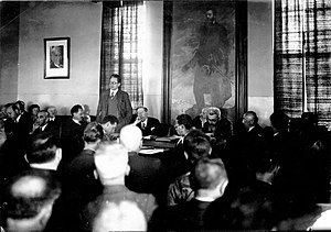 Eliezer Kaplan - Yitzhak Ben-Zvi, Chairman of the National Committee, addresses the Zionist General Council Meeting in Jerusalem. From right to left: I. Rupaisen, Ben-Zion Mossinson, H. Farbstein, Nahum Sokolow, Yitzhak Ben-Zvi, Yosef Sprinzak, I. L. Goldberg, Shmaryahu Levin, Eliezer Kaplan (1935)