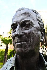 """"""" Baron Hans Heinrich Thyssen-Bornemisza Statue @ The Thyssen-Bornemisza Museum in Madrid Spain """" (6837335189).jpg"""