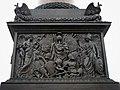 (L) Барельеф на пьедестале Александровской колонны.jpg
