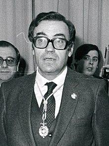 (Peces-Barba) Felipe González junto al presidente del Senado y el presidente del Congreso (cropped).jpeg