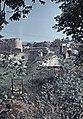 Árpád-kori székesegyház maradványai a várban. A székesegyház szentélypillérén Szent István szobra 1815-ből. Fortepan 76649.jpg