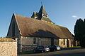 Église Saint-Martin d'Ambenay, vue de la cour de la mairie.jpg