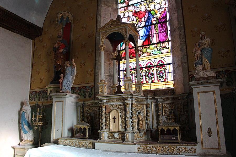 Courtils (Manche, France) église St Pierre, tabernacle surmonté d'une exposition.