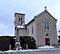 Église et monument aux morts de Chèzeneuve.jpg