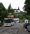 Špania Dolina, kostol Premenenia Pána, autobus.jpg