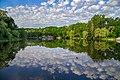 Весняний ранок на березі ставка в парку.jpg