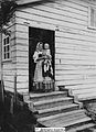 Карелка с ребёнком (1901).jpg
