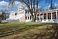 Остафьево, главный дом с колоннадой. Дуб, посаженный П. П. Вяземским..JPG