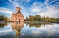 П'ятницька церква (Чернігів) з відображенням у воді.jpg