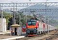 Электровозы ЭП20 с пассажирским поездом. Ст Туапсе -пасс..JPG