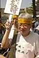 參加2012反媒體壟斷大遊行的臺灣作家,媒體人,藝術家馮光遠 Taiwanese writer, journalist, artist Feng Guang Yuan.jpg