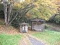 小さいけど大事にされているお地蔵さん - panoramio.jpg