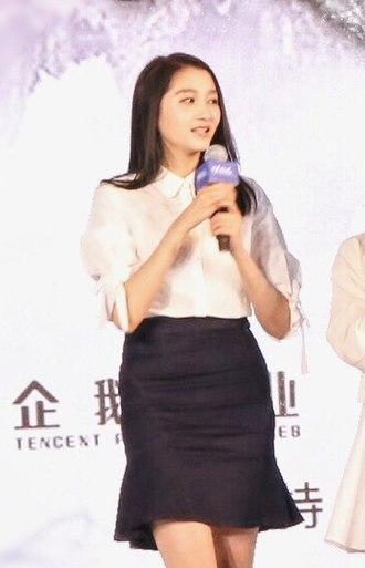Guan Xiaotong - Image: 甜甜甜 小鞠太太太太美 晓彤妹子也很漂亮!(关晓彤)
