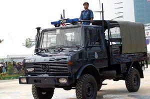Royal Malaysia Police - A Royal Malaysia Police UNIMOG police truck.