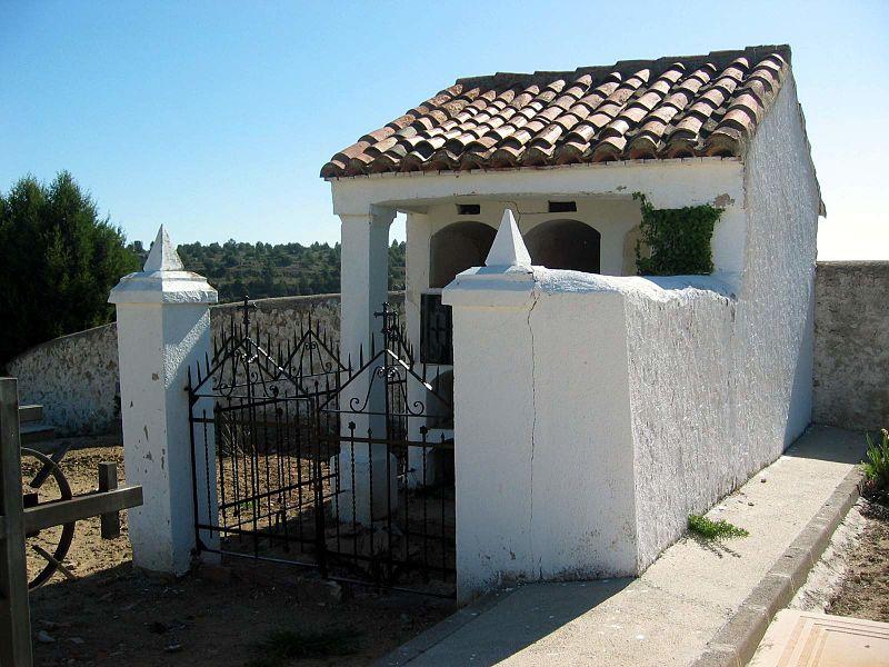 File:1-Fuentelespino-cementerioPanteón (2011)-2.jpg