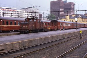 SJ U - NSB El 10.2510 shunting at Oslo West Station in 1989