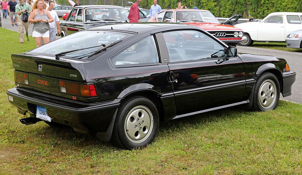 1024px-1987_Honda_CRX_Si%2C_rear_right_%28Lime_Rock%29.jpg