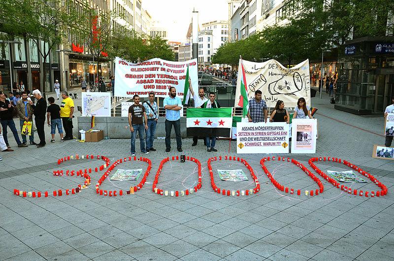 Datei:2015-08-21 Gedenken am Ernst-August-Platz in Hannover an die Giftgas-Opfer von Ghouta in Syrien, (10).JPG