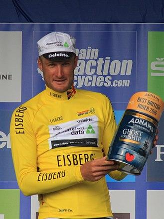 Steve Cummings - Cummings wearing the race leader's jersey of the 2016 Tour of Britain