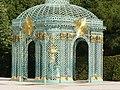 2020.Gitterpavillon verziert mit vergoldeten Sonnen und Instrumenten(1775)-Sanssouci-Steffen Heilfort.JPG