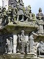 4363.Calvaire-Kalvarienberg von Saint Miliau in Guimiliau zwischen 1581 und 1588 errichtet zeigt mit insgesamt 200 Figuren 17 Passionsszenen im Turm und im Fries 15 Szenen aus dem Leben Jesu.JPG