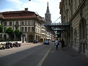 Herrengasse (Bern) - Herrengasse from Casinoplatz looking toward the Münster of Bern (Cathedral). Showing both the Sonnseite (Sunny Side) and Schattseite (Shady Side) of the street