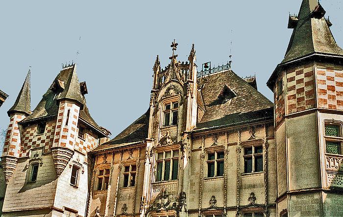 H tel de ville monument historique saumur myopenweek for Hotels saumur