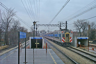 Metra Electric District - A Metra Electric train pulls out of 59th Street station