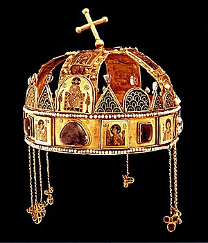 Pendilia - The Holy Crown of Hungary having pendilia.