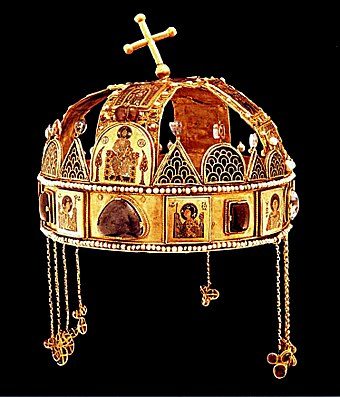 The Holy Crown (Szent Korona), one of the key symbols of Hungary A Szent Korona elolrol 2.jpg