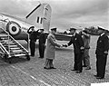 Aankomst veldmaarschalk Montgomery op vliegveld Valkenburg, Bestanddeelnr 909-6630.jpg