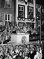 Adolf Hitler addresses an audience in Danzig 03.jpg