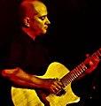 Agustin Amigo mit Gitarre von Andreas Cuntz.jpg