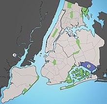 I tre maggiori aeroporti che servono New York: 1) JFK International (JFK) 2) Aeroporto Fiorello LaGuardia (LGA) 3) Newark Liberty International (EWR) ☆ Floyd Bennett Field (1931–72)