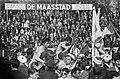 Ajax kampioen, links Suurbier en rechts Vasovic op schouders van supporters, Bestanddeelnr 920-2833.jpg