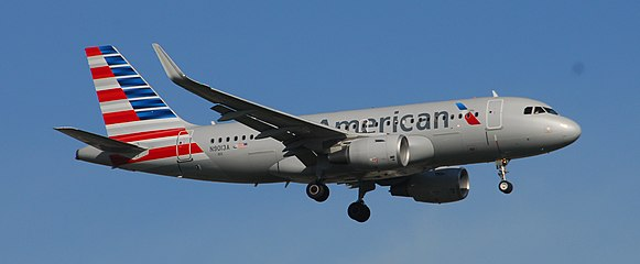 American Airlines Airbus A319-112 - N9013A - 013 - Flight AAL1040 from DFW to YYZ (14316446405).jpg