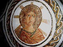 Apollo in un mosaico romano del II secolo, cinto da un'aureola rappresentante il sole.