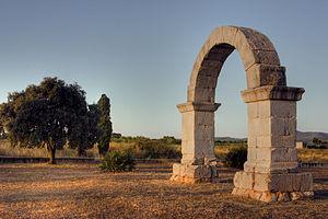 Arch of Cabanes - Image: Arco romano de Cabanes