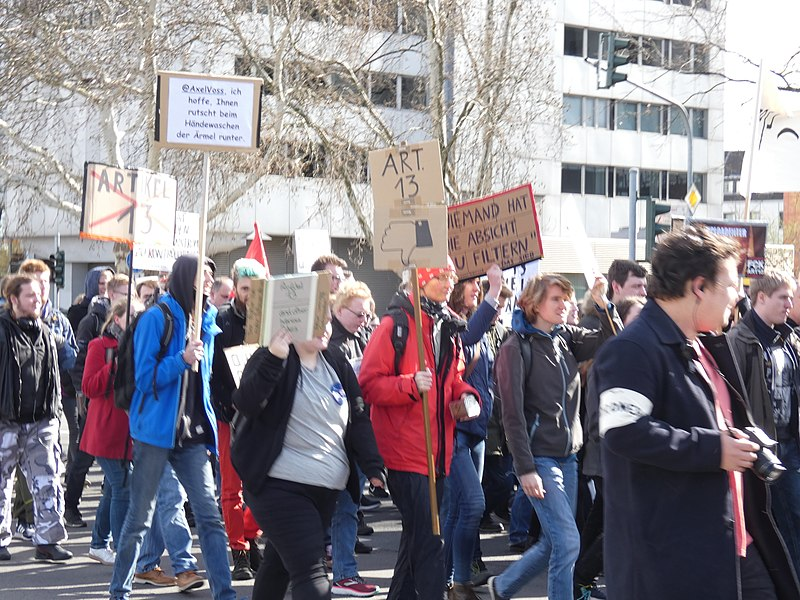 Artikel 13 Demonstration Köln 2019-03-09 23.jpg