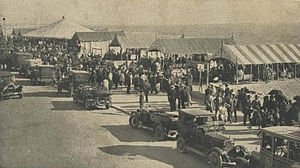 Avenida dos Banhos - Avenida dos Banhos in 1921. Café Guardasol's umbrella is visible in the background.